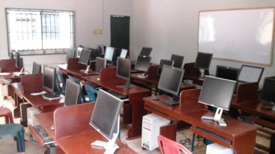 Fully Equiped Computer Laboratory 1.jpg